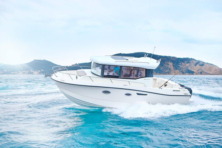 activ-905-running-050-modified-white-hull-hero-2000x1125_b